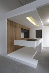Straight lined kitchen, white lacquered fronts, without visible handles. Design: Besch-Da-Costa